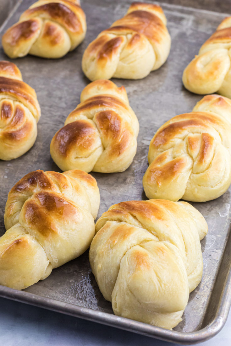 Mom's Knotted Bread Rolls
