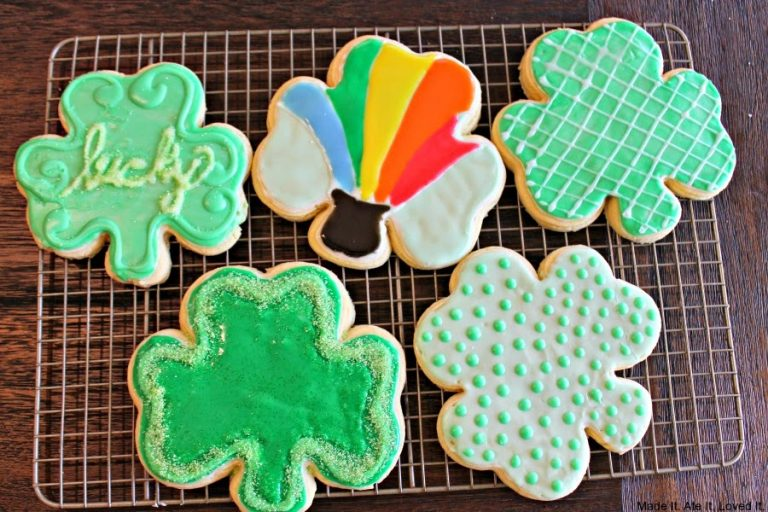 St Patricks Day Sugar Cookies with royal icing